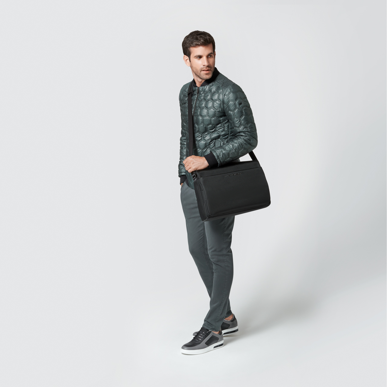 Roadster 4.1 L Messenger Bag